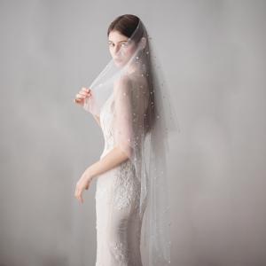 Velo de tul con aplicaciones de perlas bordadas a mano transparente